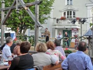 """Trio MiSchKa Auftritt im Gasthaus """"Zum Deglbauer"""" in Hemau, Juni 2015, Foto: Martina Osecky"""